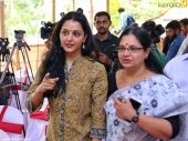 manju warrier at 21st iffk delegate pass inauguration 2016 pics 111 001