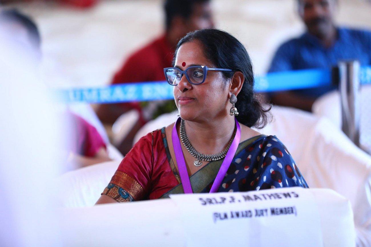sajitha madathil at kerala state film awards 2017 photos  023