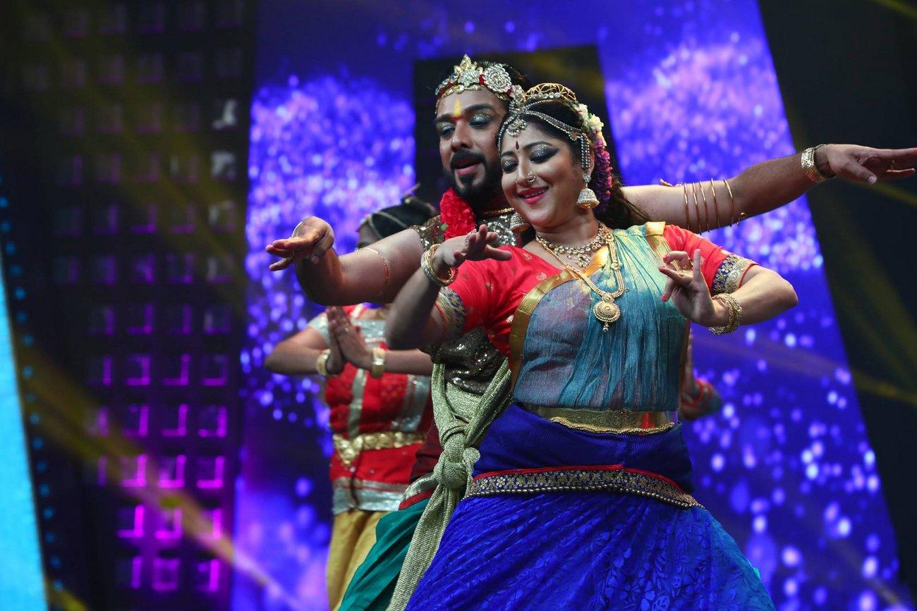 vineeth lakshmi gopalaswami dance at kerala state film awards 2017 photos  080