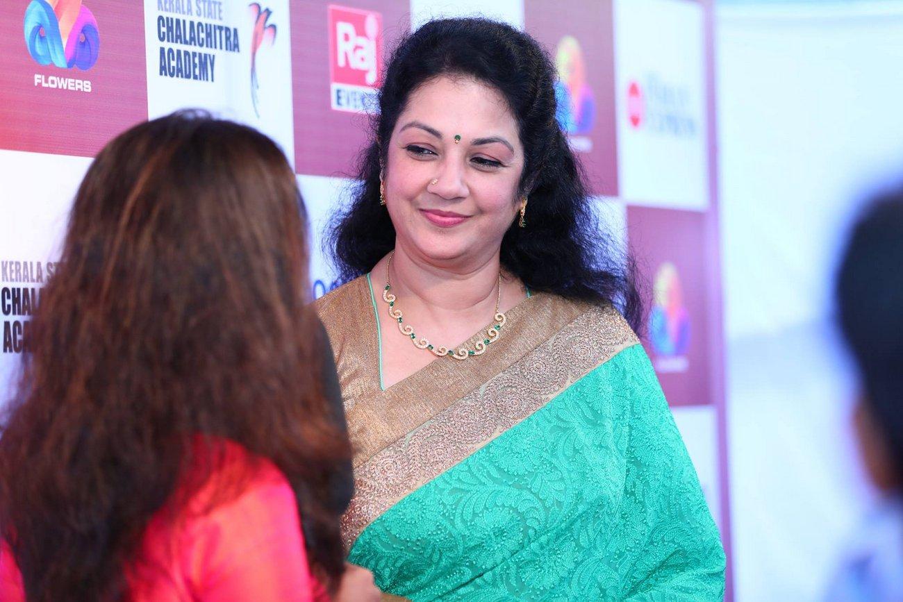shanthi krishna in kerala state film awards 2017 photos  021