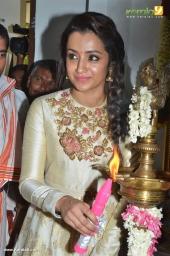 trisha at 96 tamil movie pooja photos 110 001