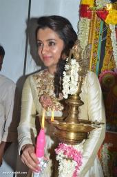 trisha at 96 tamil movie pooja photos 110 00