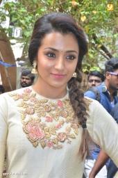 trisha at 96 tamil movie pooja photos 111 009 (2)