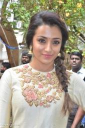 trisha at 96 tamil movie pooja photos 111 009 (3)