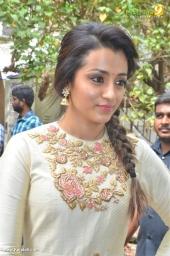 trisha at 96 tamil movie pooja photos 111 009 (4)