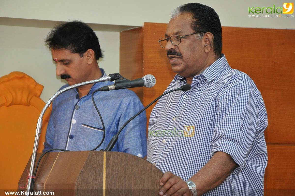kollam thulasi at aattukalammaykku mangalaarathy audio cd launch pics 001