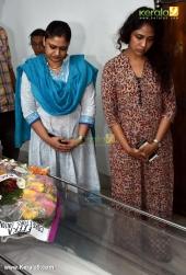 geethu mohandas poornima at jishnu raghavan funeral photos 09382 01