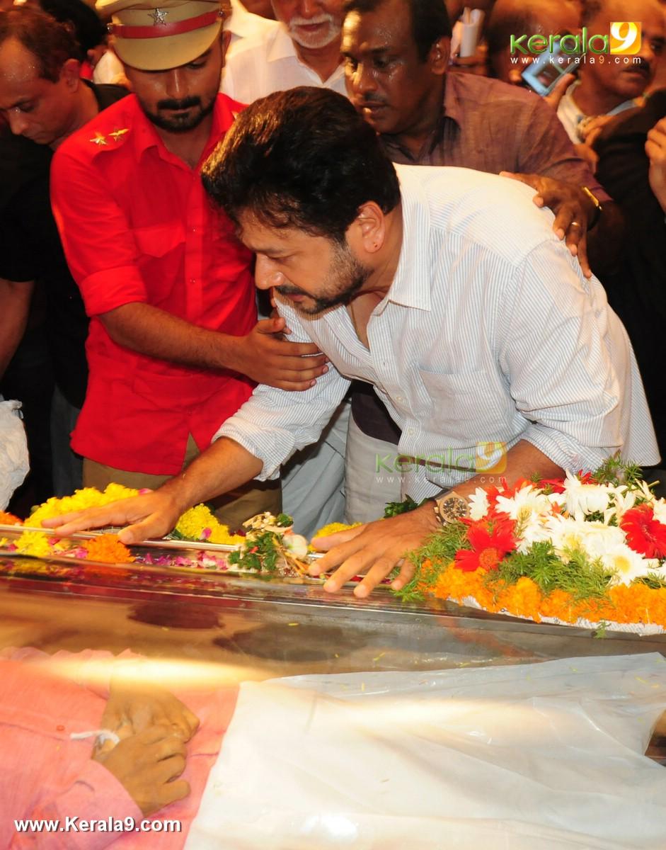 Jayaram At Kalabhavan Mani Funeral Ceremony Photos 063
