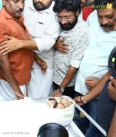 harisree ashokan at kalabhavan mani funeral photos 039 004
