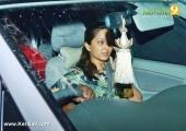 manju warrier at kalabhavan mani funeral photos 039 002
