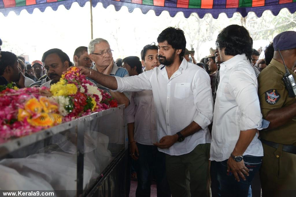 Actor uday kiran death photos 0106 - Kerala9.com Uday Kiran Death Date