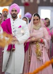 actress neha dhupia marriage photos 2