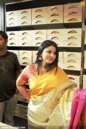 actress sneha in kancheepuram vrk silks inauguration photos 011 015