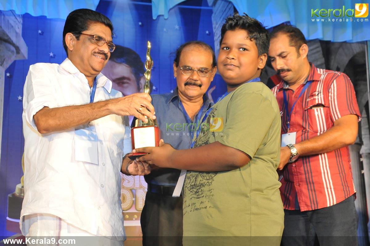 vm sudheeran at adoor bhasi television award 2014 photos 003