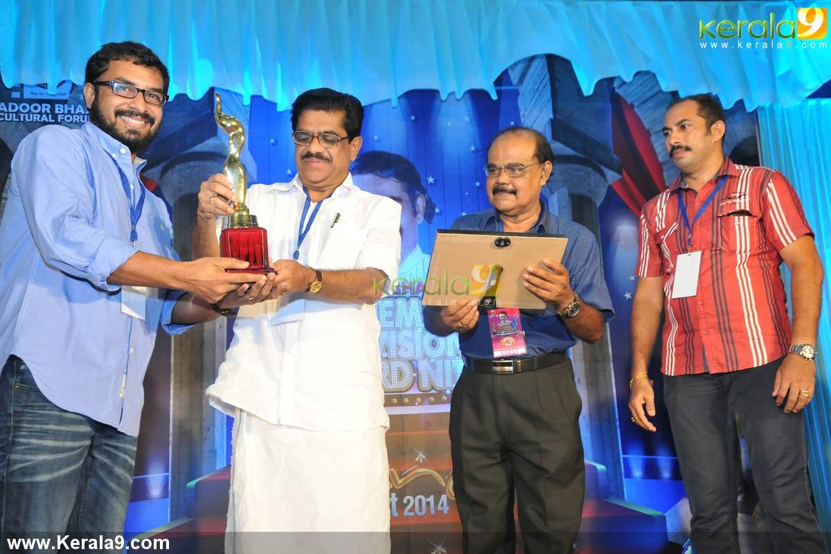vm sudheeran at adoor bhasi television award 2014 photos 004