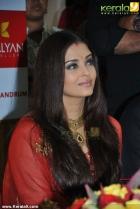285aishwarya rai and manju warrier at kalyan jewellers inauguration photos 55 0