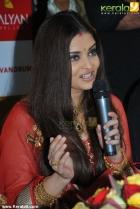 3174aishwarya rai and manju warrier at kalyan jewellers inauguration photos 55 0