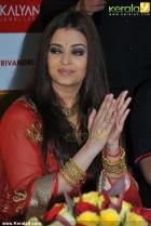 3225aishwarya rai and manju warrier at kalyan jewellers inauguration photos 55 0