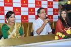 4429aishwarya rai and manju warrier at kalyan jewellers inauguration photos 55 0