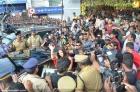 4911aishwarya rai and manju warrier at kalyan jewellers inauguration photos 55 0