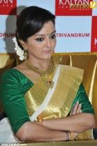 6854manju warrier at kalyan jewellers trivandrum inauguration photos 33 0