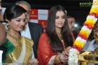 9872aishwarya rai and manju warrier at kalyan jewellers inauguration photos 55 0