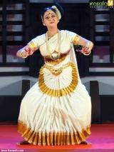 aishwarya warrier mohiniyattam at nishagandhi festival 2014 photos 002