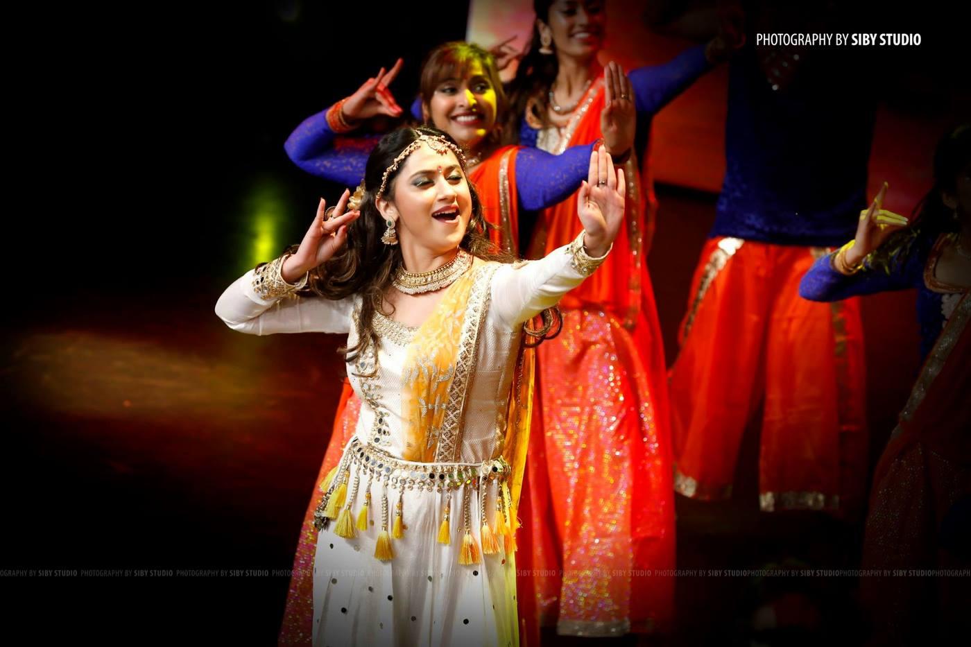 miya dance at anand tv film awards 2018 photos  37