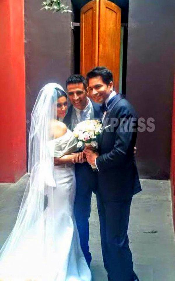 akshay kumar at asin marriage photos 04