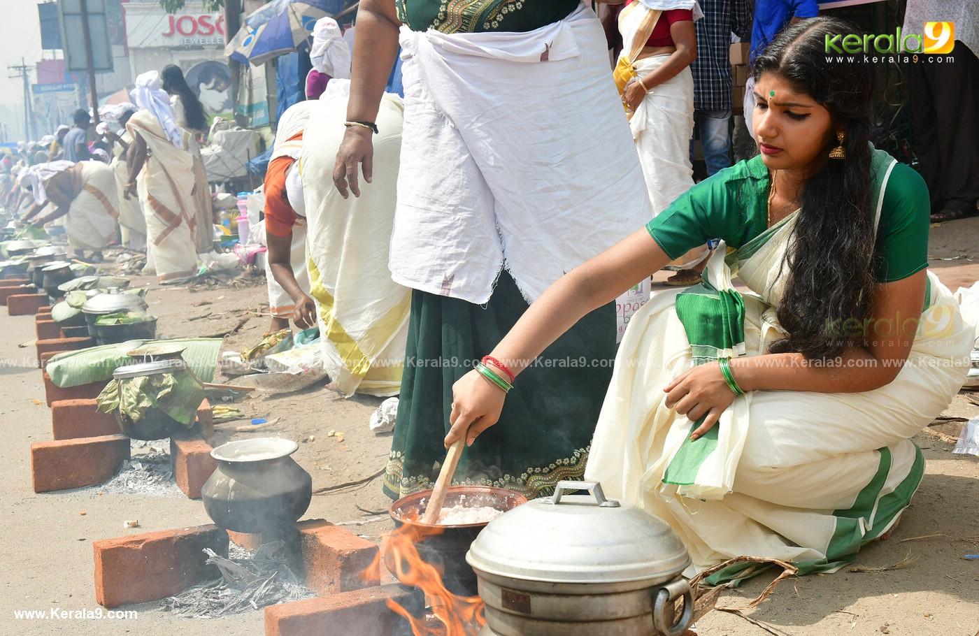 womens at attukal pongala 2019 photos 21 (3)
