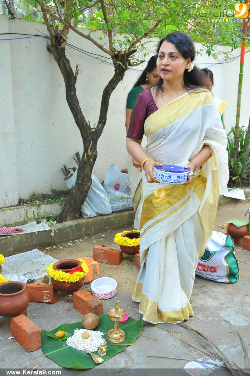 Celebrities In Attukal Pongala 2014 Photos