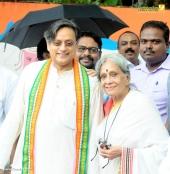 shashi tharoor at kerala election 2016 photos 098 058