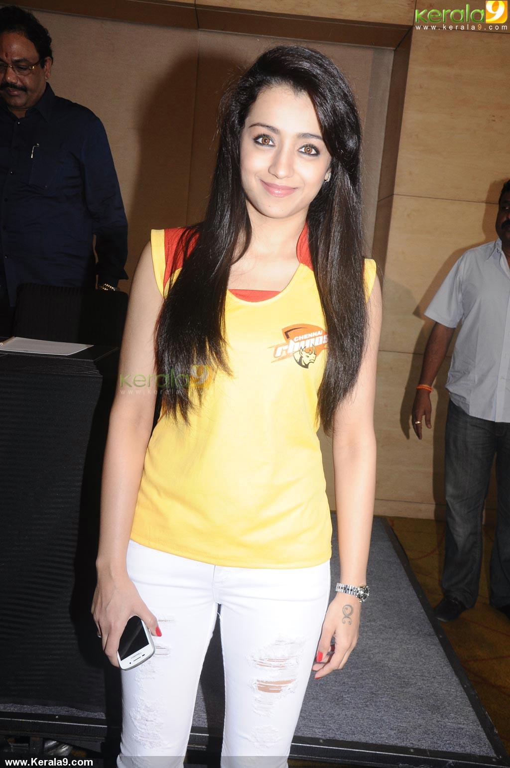 Anushka Sharma Latest Photos   Actress Hot Sexy Cleavage
