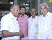 oommen chandy at chief minister pinarayi vijayan iftar party pics 300 001