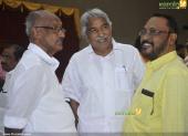 oommen chandy at chief minister pinarayi vijayan iftar party pics 300 002