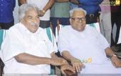 oommen chandy at chief minister pinarayi vijayan iftar party pics 300 003