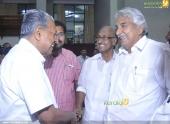 oommen chandy at chief minister pinarayi vijayan iftar party pics 300