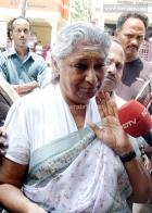 3479chitra daughter nandana funeral pics 006 0