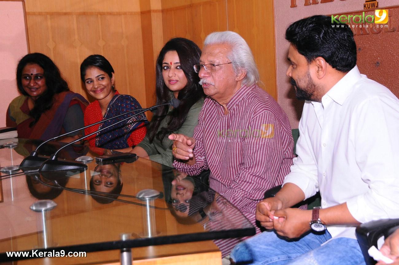 dileep kavya madhavan movie pinneyum announcement photos 029 001