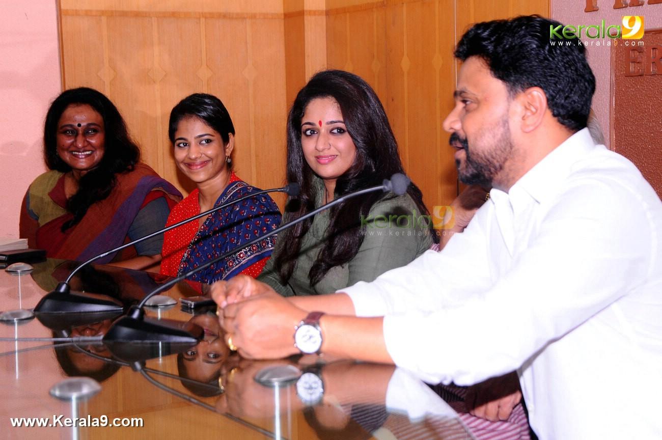 dileep kavya madhavan movie pinneyum announcement photos 029 003