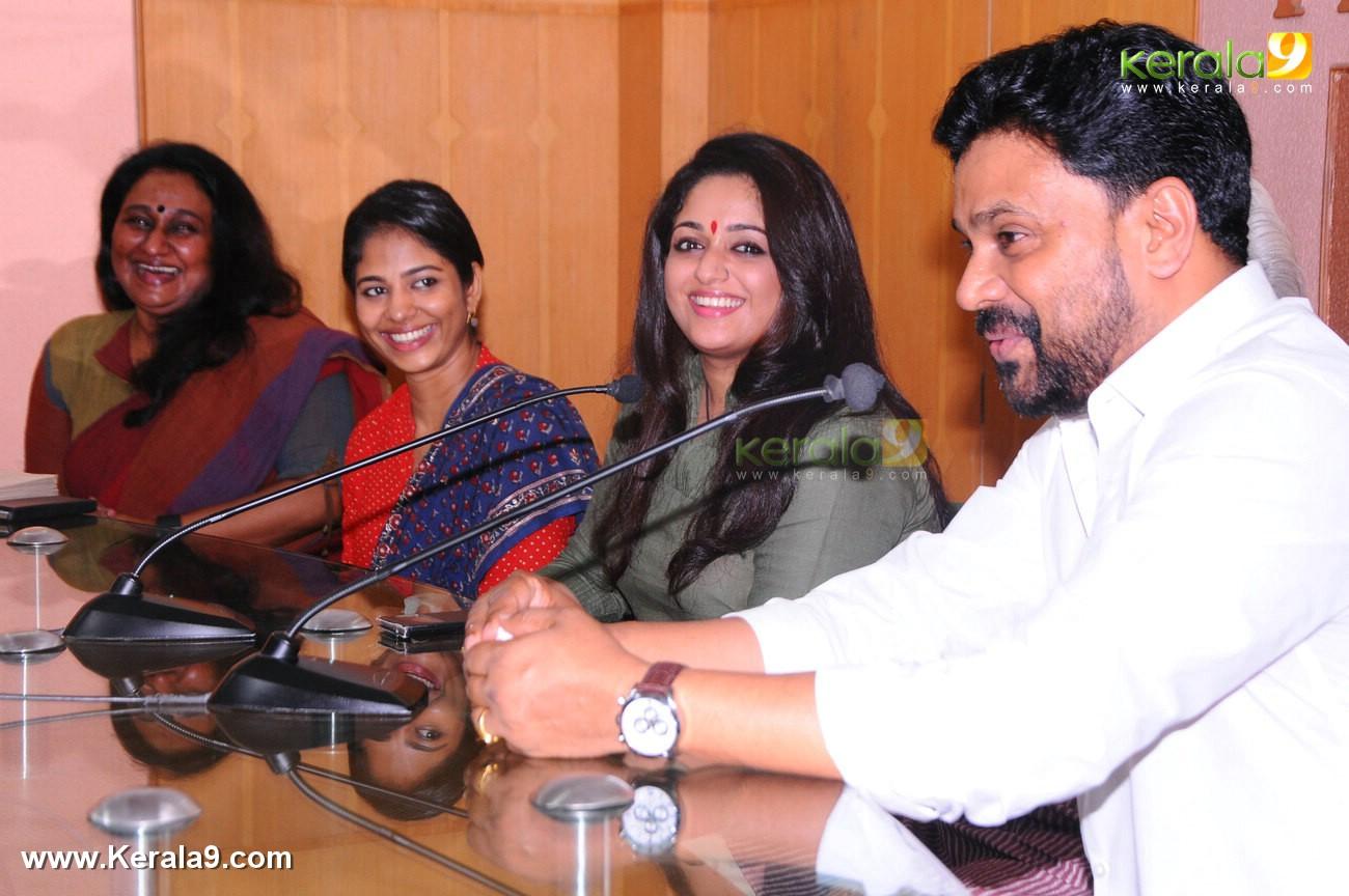 dileep kavya madhavan movie pinneyum announcement photos 029 005