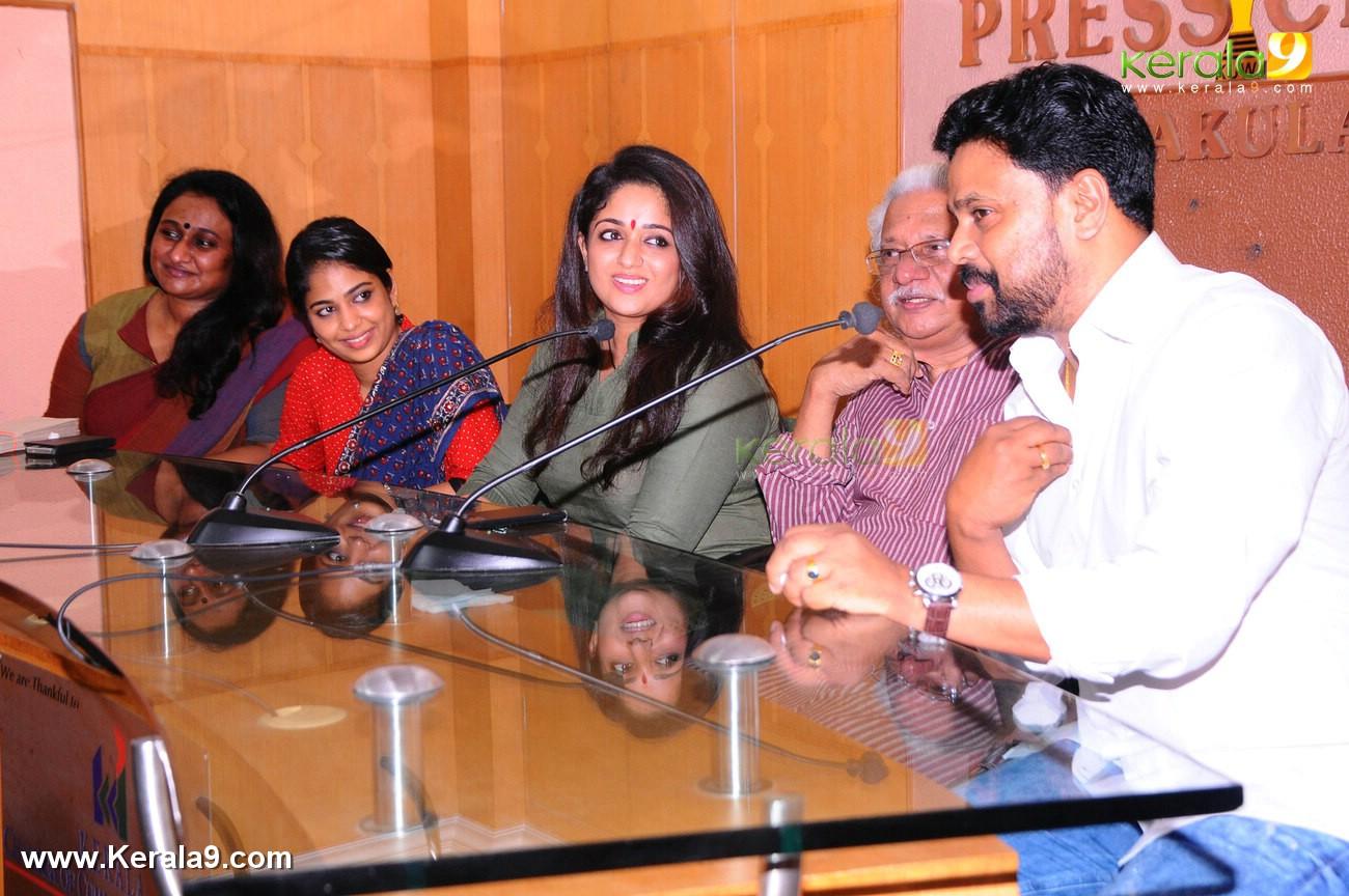 dileep kavya madhavan movie pinneyum announcement photos 029 007