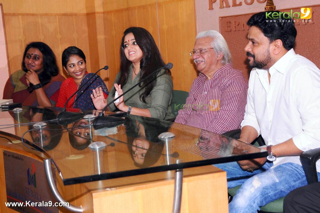 dileep kavya madhavan movie pinneyum announcement photos 029 009