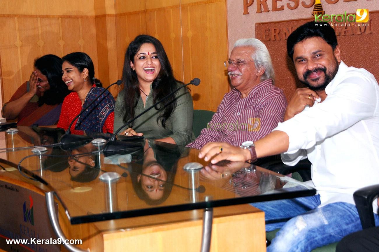 dileep kavya madhavan movie pinneyum announcement photos 029 011