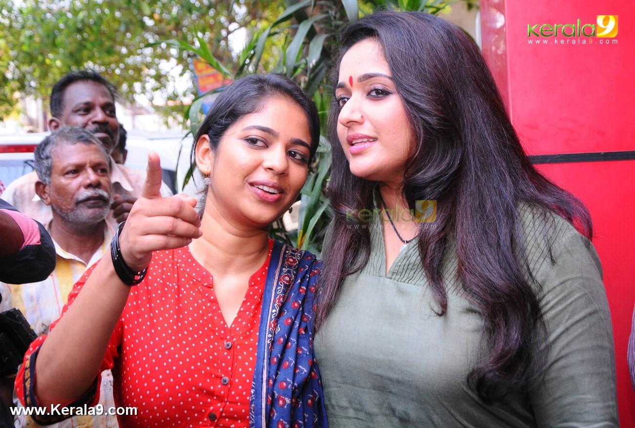 dileep kavya madhavan movie pinneyum announcement photos 029 016