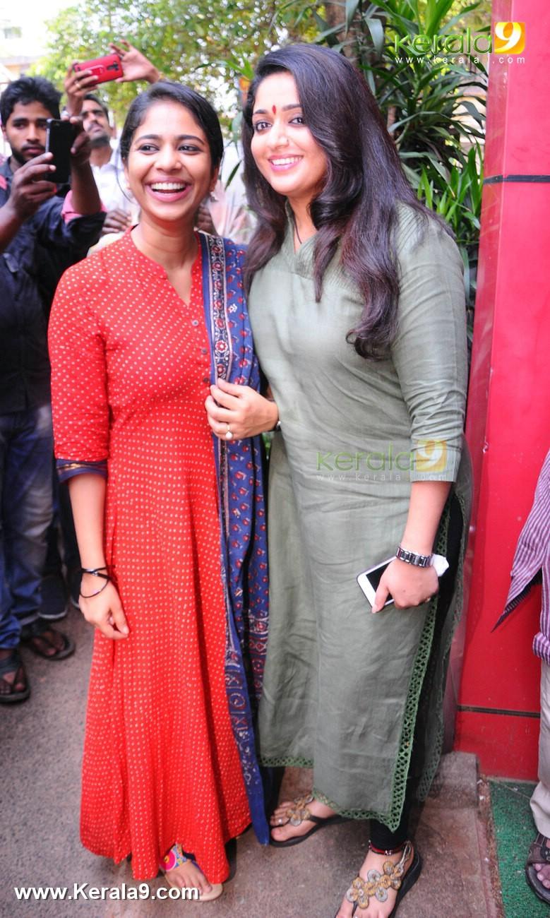 dileep kavya madhavan movie pinneyum announcement photos 029 017