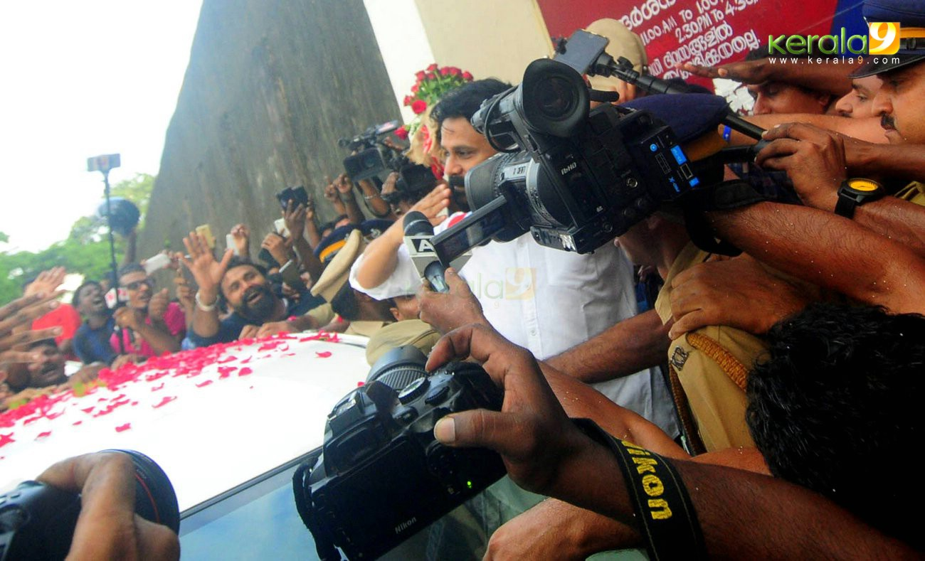 dileep walks out of jail after getting bail photos  006