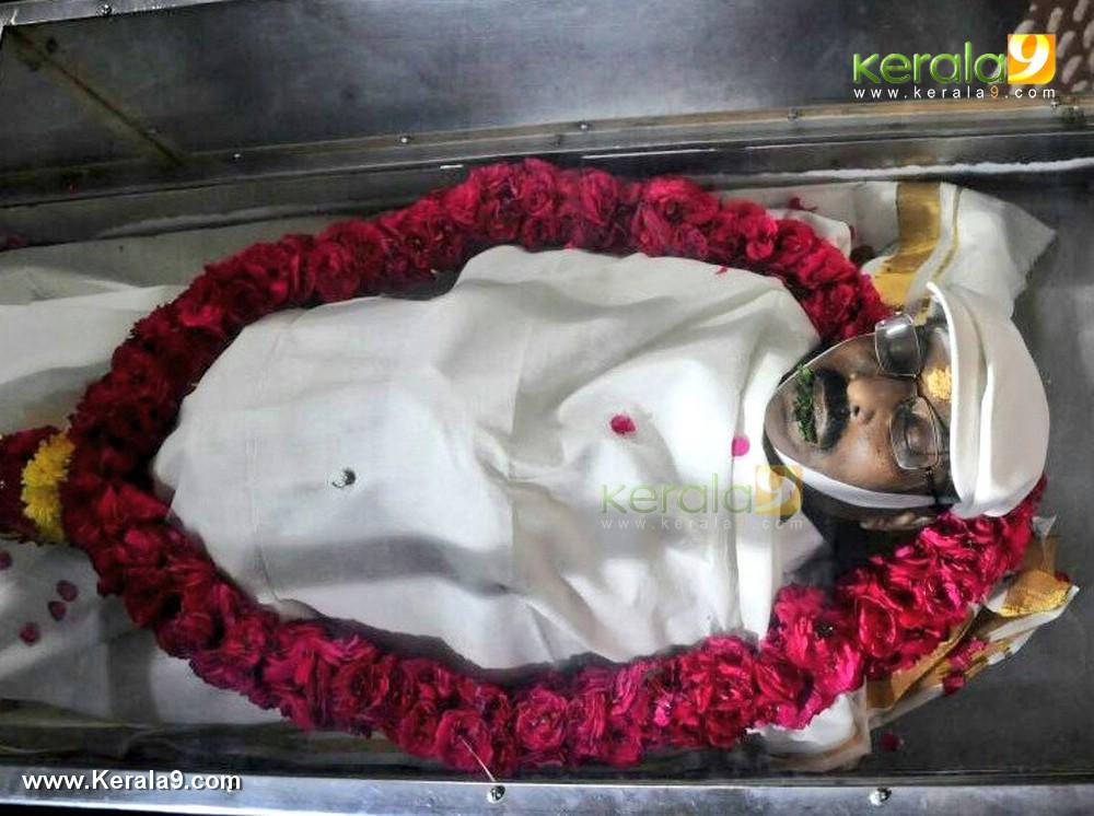 malayalam director i v sasi funeral photos  002