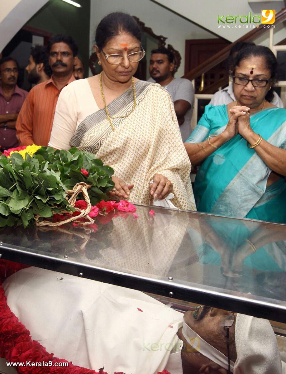 sharada at director i v sasi funeral photos
