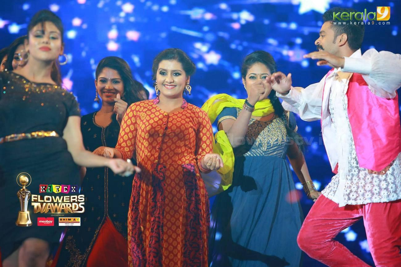 sarayu dance at flowers tv awards 2016 photos 093 026